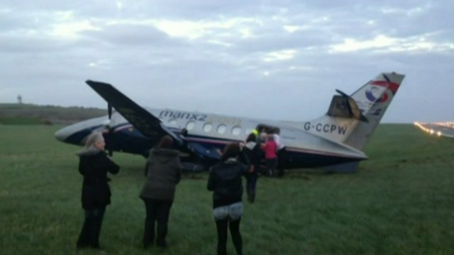 Passengers walk away from crashed plane