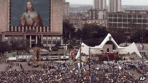 Crowds in Revolution Square during Pope John Paul II's visit