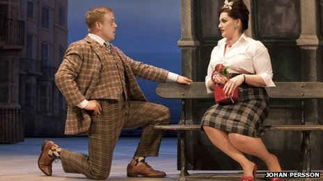 Owain Arthur and Jodie Prenger in One Man, Two Guvnors (Photo: Johan Persson)