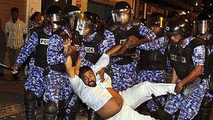Police disperse Maldives opposition protest (February 2012)