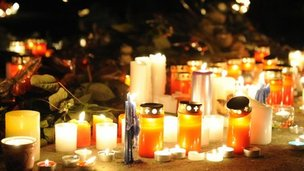 Candles and flowers for coach crash victims, near Sierre (14 March 2012)