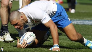 Giovanbattista Venditti scores a try for Italy against Scotland