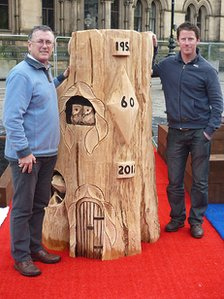 Tim and Andy Burgess with their Oak Leaf Throne