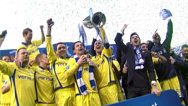 Kilmarnock players celebrate thier Cup win
