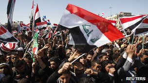 Shia protesters waving the Iraqi flag [19 March 2012]