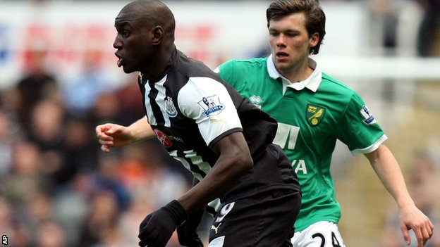 Jonny Howson (right) prepares to challenge Newcastle's Demba Ba
