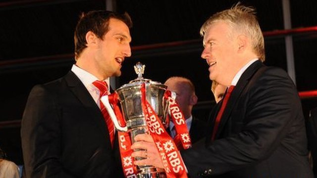 Wales captain Sam Warbuton is re-presented with the Six Nations trophy by First Minister Carwyn Jones