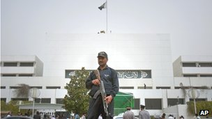 Guard outside Pakistani parliament