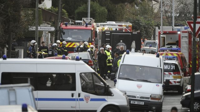 Ambulances and fire engines in Toulouse street