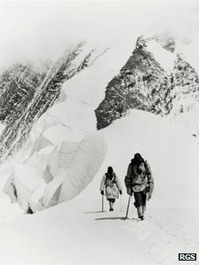Two explorers take part in the 1922 expedition
