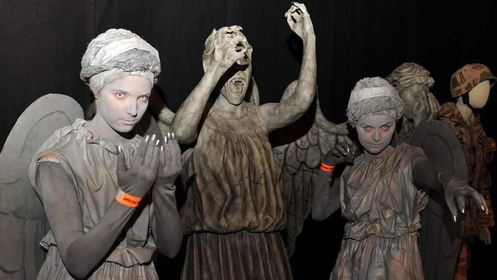 fans dressed as weeping angels with the real weeping angels photo alexandra thompson