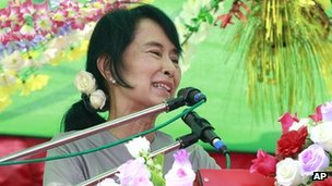 Aung San Suu Kyi speaks to supporters during her election campaign in Myeik township 