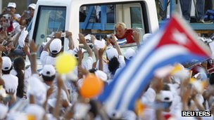 Pope Benedict XVI arrives at the Antonio Maceo Revolution Square to celebrate a mass in Santiago de Cuba (26 March)