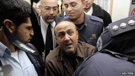 Marwan Barghouti is escorted by Israeli prison guards at a court in Jerusalem (25 January 2012)