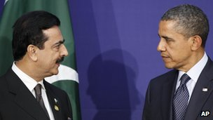 Pakistani PM Yousuf Raza Gilani (left) and President Obama in South Korea