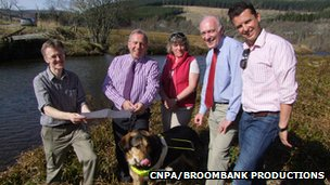 Murray Swapp (Cairngorms Outdoor Access Trust Project Manager for East Cairngorms), Dennis Robertson MSP for Aberdeenshire West with guide dog Paul, Gill Cook (Strathdon Walking to Health Group), Brian Wood (CNPA Deputy Convener) and Gregor Hutcheon (CNPA Board Member and local resident)
