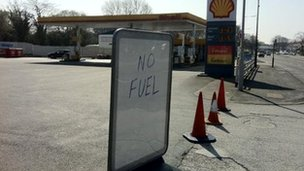 Shell Eastham on the Wirral with &quot;no fuel&quot; sign on Wednesday