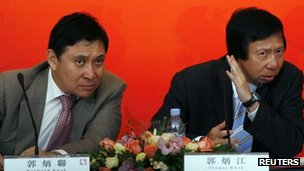 Thomas (R) and Raymond Kwok in 2009