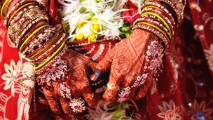 bride&#039;s hands