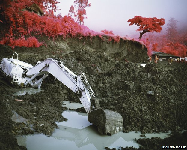 Stalemate, 2011 © Richard Mosse. Courtesy of the artist and Jack Shainman Gallery, NY