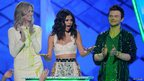 Nickelodeon Kids' Choice Awards 2012 - Selena Gomez gets her award