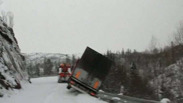 Truck begins to fall off cliff in Norway
