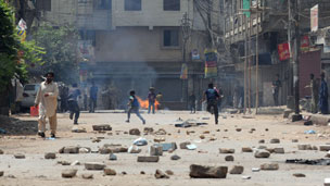 Street violence in Karachi 2 April 2012