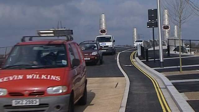 Vehicles on Twin Sails bridge
