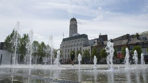 Water fountains in St George's Square, Luton