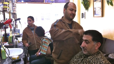 Cairo barber shop. By Yolande Knell