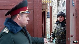 Guards at Ukraine's Kachanivska women's prison, 16 Mar 12