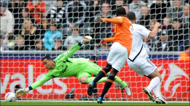 Newcastle United striker Papiss Cisse scores