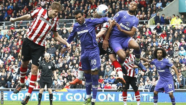 Sunderland's Michael Turner (left) heads on goal
