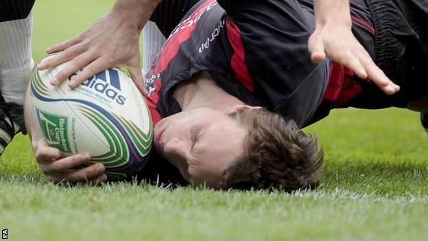 Mike Blair scores for Edinburgh