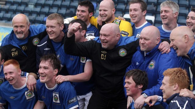 Linfield players and management celebrate winning the Carling Premiership