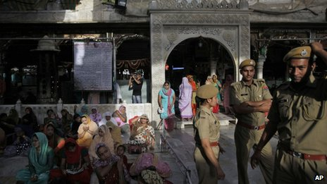 President Zardari is to make a personal visit to a shrine in the state of Rajasthan