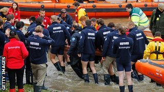 Oxford crew help take their bowman Dr Alexander Woods ashore