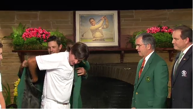 Bubba Watson receives Masters Green Jacket