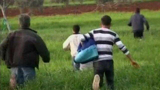 People running at Turkish-Syrian border