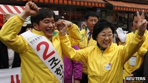 The Democratic United Party&#039;s chairwoman Han Myeong-sook (right) with candidate Cho Han-ki on 9 April 2012
