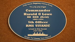 The blue plaque for Commander Harold Lowe
