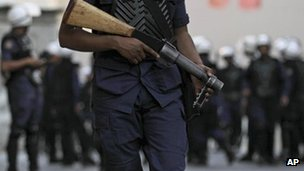 Riot police in Bahrain (9 April 2012)