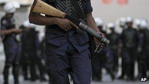Riot police in Bahrain (9 April 2012)