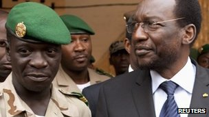 Mali&#039;s coup leader Capt Sanogo (L) and parliamentary speaker, Dioncounda Traore (R)