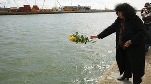 Wreath being thrown into water at Southampton Titanic service