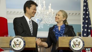 Hillary Clinton (R) shakes hands with Japanese Foreign Minister Koichiro Gemba at the State Department in Washington (April 10, 2012)