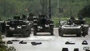 Video grab purporting to show government tanks in Homs, Syria (9 April 2012)