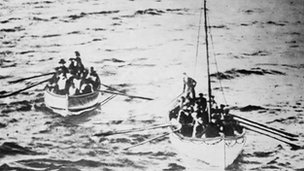 Lifeboats approach RMS Carpathia