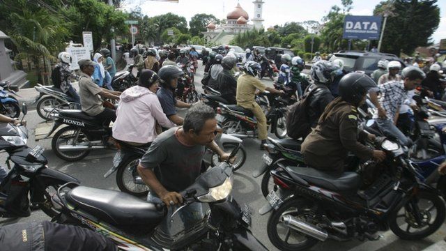 BBC News - Tsunami alert partly lifted after Aceh quake