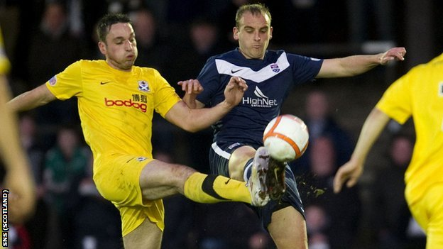 Ayr&#039;s Gareth Wardlaw and Ross County&#039;s Grant Munro